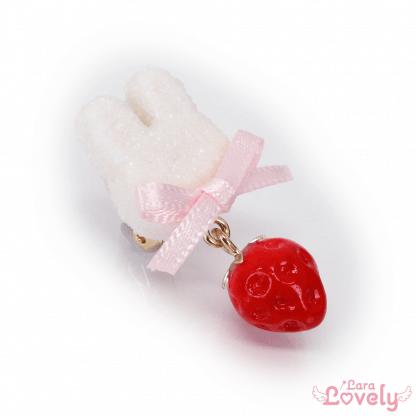 うさいちごイヤリング(ピンク)